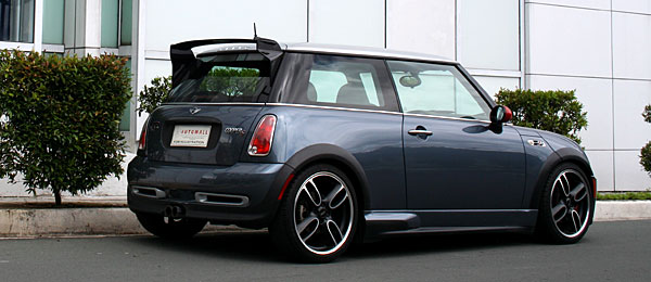 Very Much A Part Of Today S Pop Culture The New Mini Cooper Enjoys Cult Status Among Car Fans And Non Alike With Nostalgia For Cute